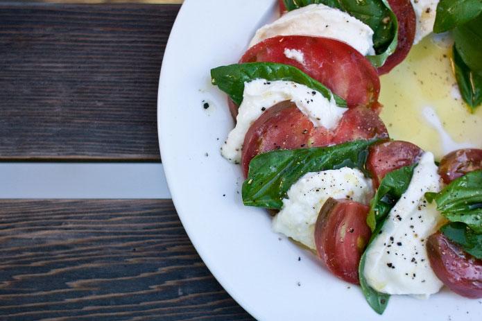 salade caprese recette italienne tomates mozzarella. Black Bedroom Furniture Sets. Home Design Ideas