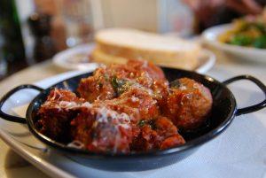 Boulettes de viande la sauce tomate polpette al sugo recette italienne - Portion de viande par personne ...
