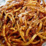 Recette italienne maccheroni alla chitarra à la sauce tomate