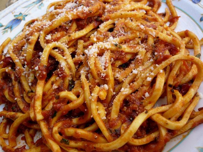 maccheroni ou spaghetti alla chitarra 224 la sauce tomate recette