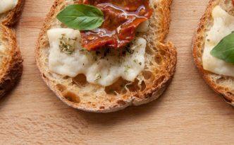 Bruschetta pecorino et tomate séchée