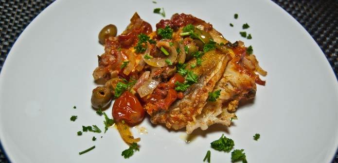 Recette italienne morue à la sauce tomates et aux olives vertes