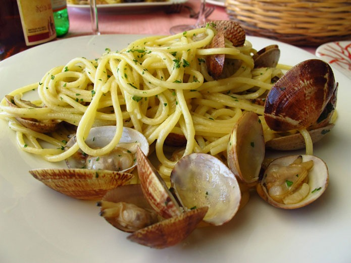 spaghetti aux palourdes la cuisine italienne. Black Bedroom Furniture Sets. Home Design Ideas