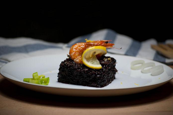 riz venere aux crevettes et aux poireaux la cuisine italienne. Black Bedroom Furniture Sets. Home Design Ideas
