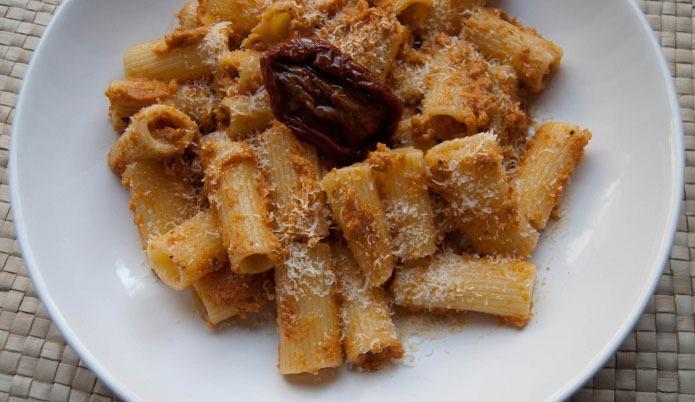 Recette italienne rigatoni pesto rosso aux tomates séchées