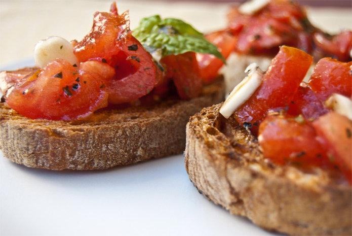 Recette italienne bruschetta aux tomates